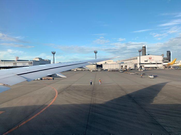 ground crew waving, departure
