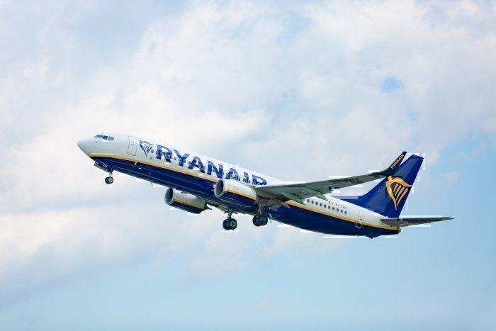 Ryanair jet take-off