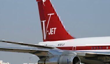 john-travolta-boeing-707-delayed