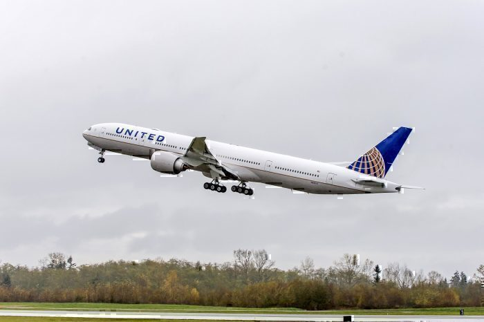 United jet take-off