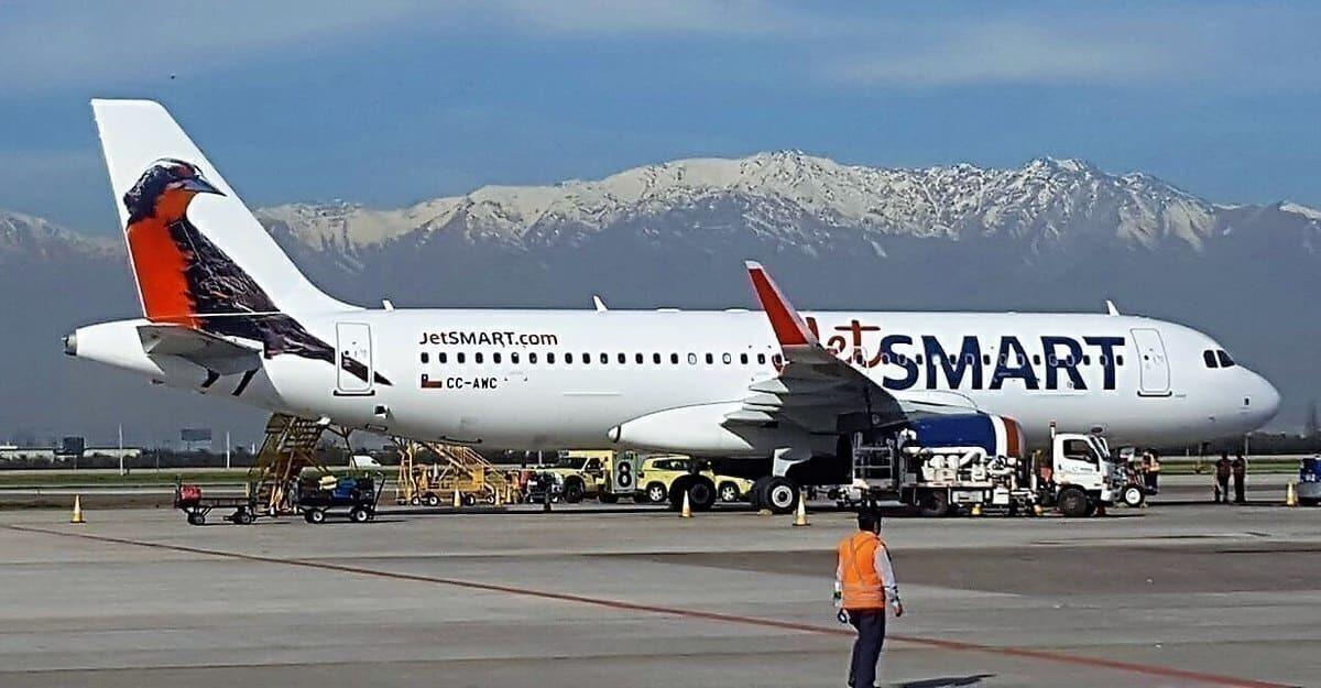 O Brasil está tentando atrair mais companhias aéreas de baixo custo como o JetSMART. Foto: Sky CoreSCL via Wikimedia Commons