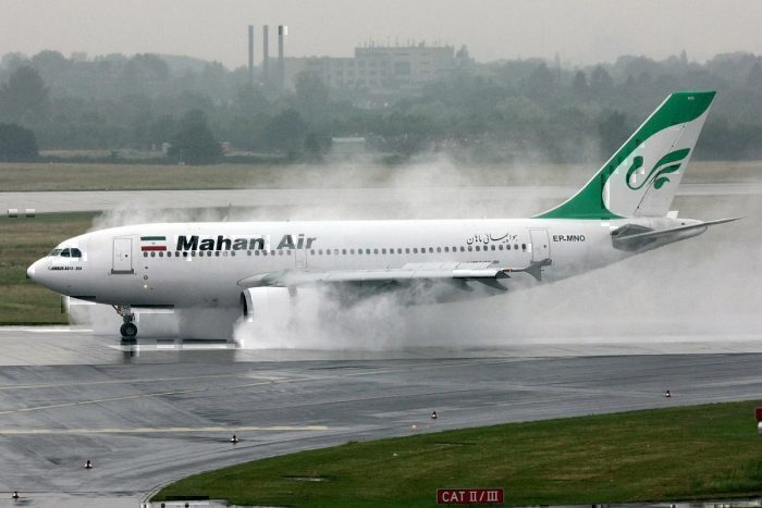 A Mahan Air Airbus A310 reverses in rainy weather at Düsseldorf (EDDL/DUS)