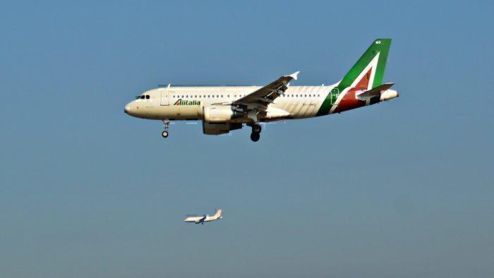 An Alitalia A319