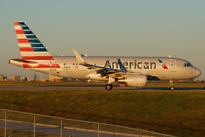 American Airlines Airbus A319 N9016