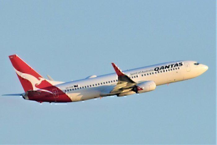 qantas-boeing-737-800
