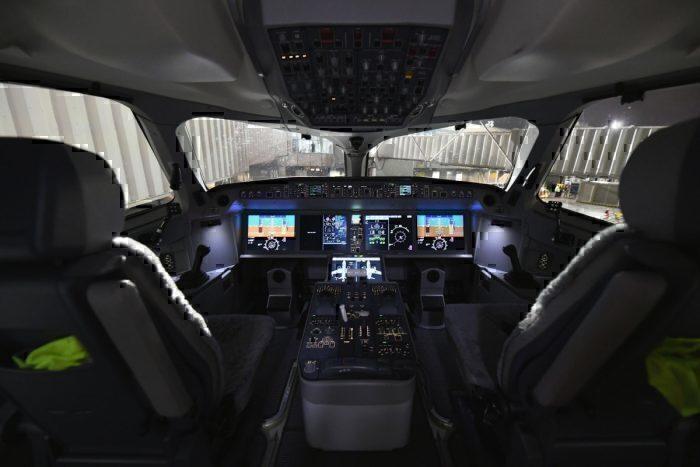 Delta A220 cockpit