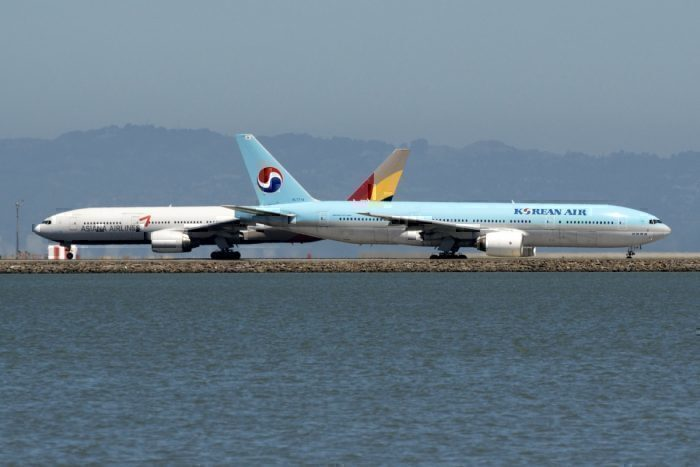 Asiana Airlines HL7756 Boeing 777-28E(ER) & Korean Air Lines HL7714 Boeing 777-2B5(ER) heading to Incheon Int'l