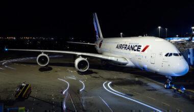 Air_France_Airbus_A380-861_at_HKIA
