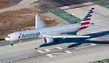 American_Airlines_Boeing_777-300ER_(N719AN)_landing_at_Los_Angeles_International_Airport