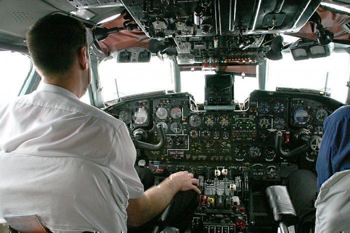 cockpit An-24
