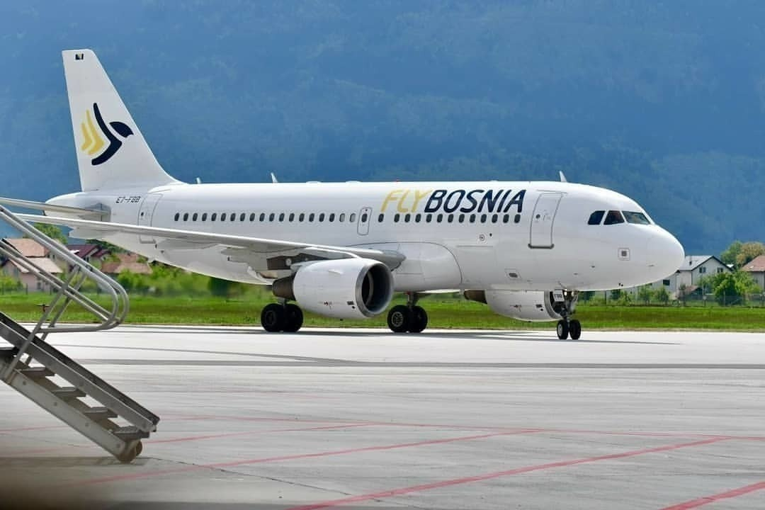 FlyBosnia_second_A319_(E7-FBB)