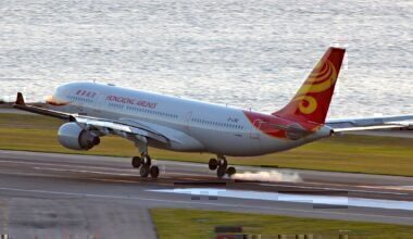 Hong_Kong_Airlines_A330-223_(B-LND)_landing_at_Hong_Kong_International_Airport