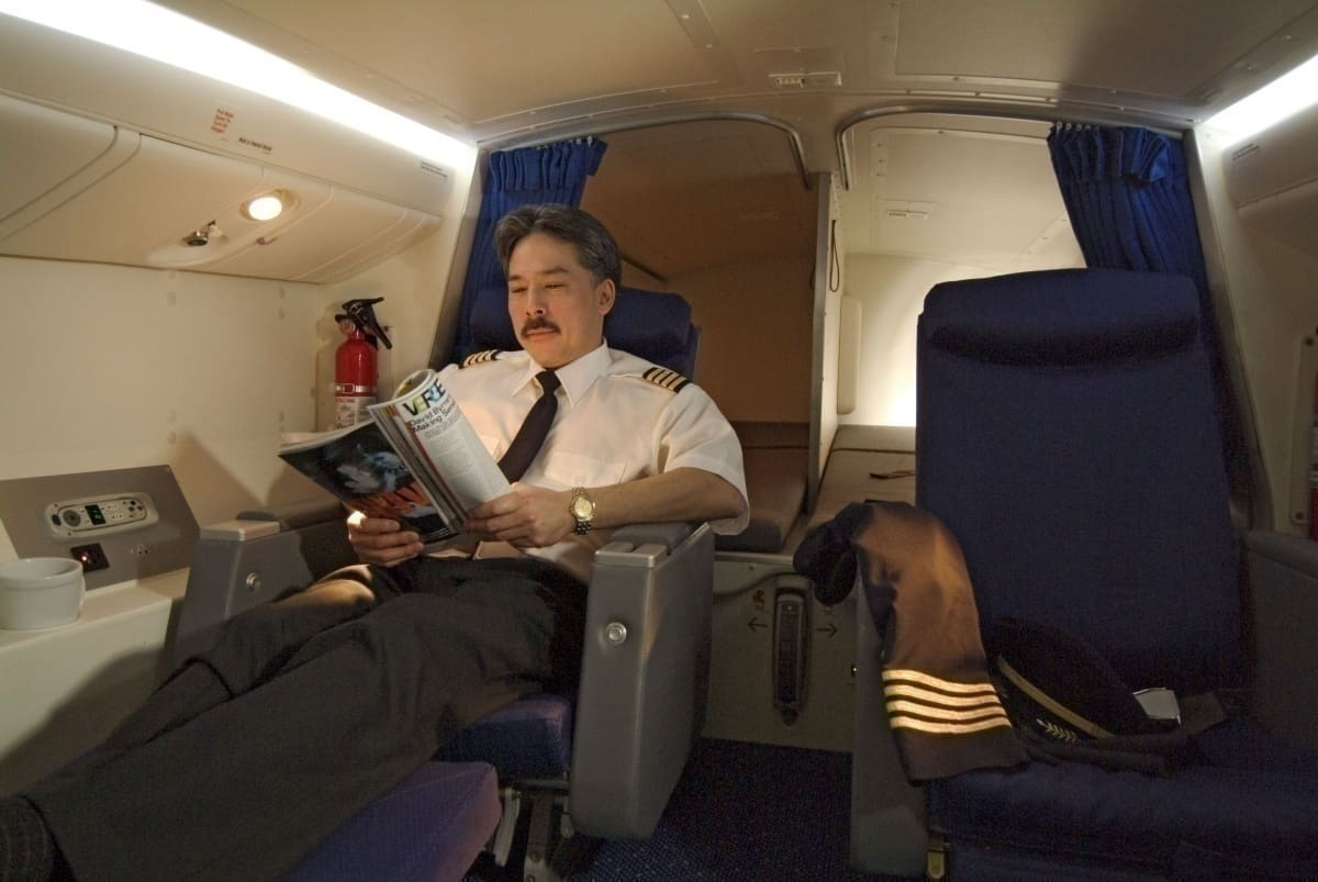 How Airline Crews Deal With Long-Haul Flights