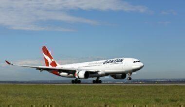 qantas-turbulence-crew-injured