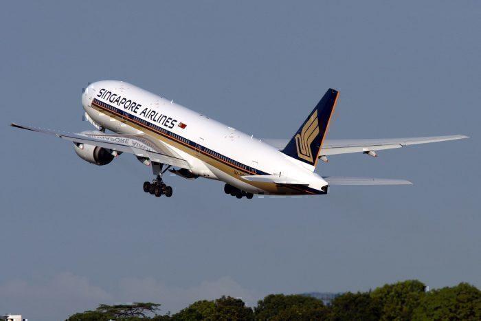 Singapore B777 take-off