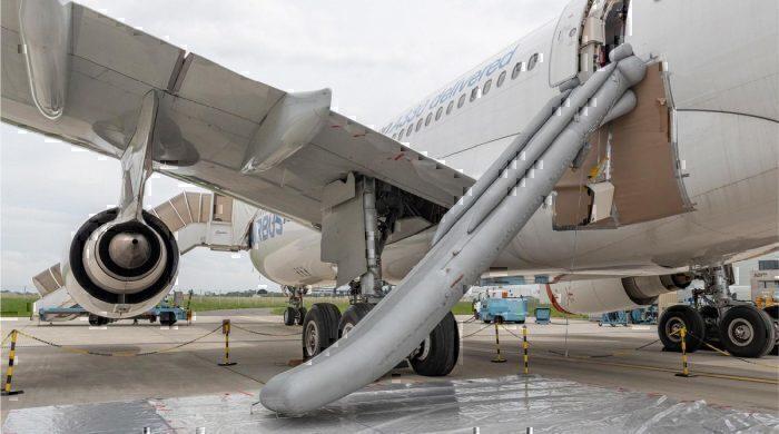 Aircraft emergency slides