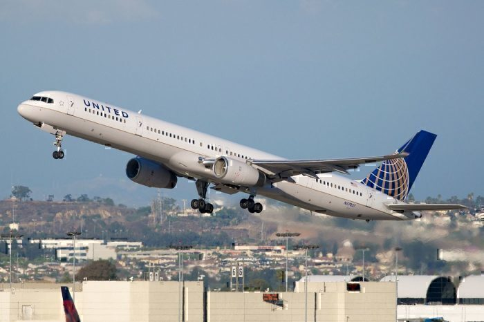 United 757 take-off