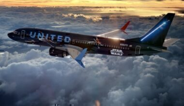 United new livery 737 in flight