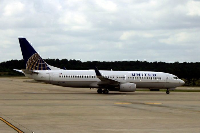United Airlines Boeing 373-800