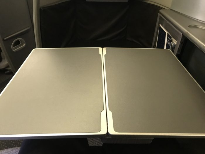 United Polaris 777 tray