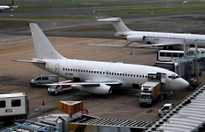 Star Air Cargo B737-219