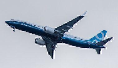 800px-Boeing,_N7379E,_Boeing_737