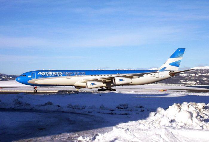 A340-300 Aerolineas Argentinas in snow