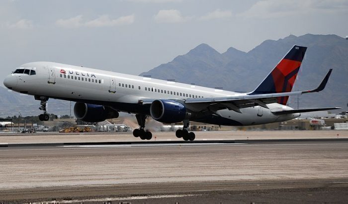 DELTA_AIRLINES_757-200_(2516950634)