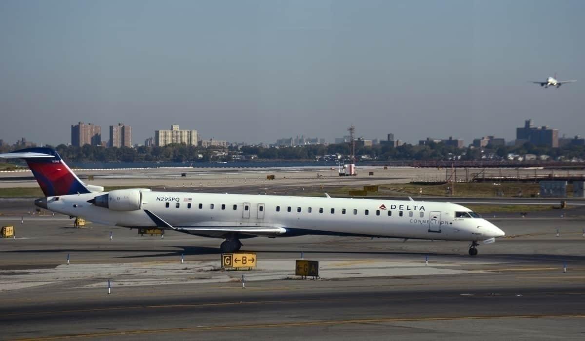Delta CRJ900