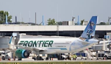 Frontier A320 at gate
