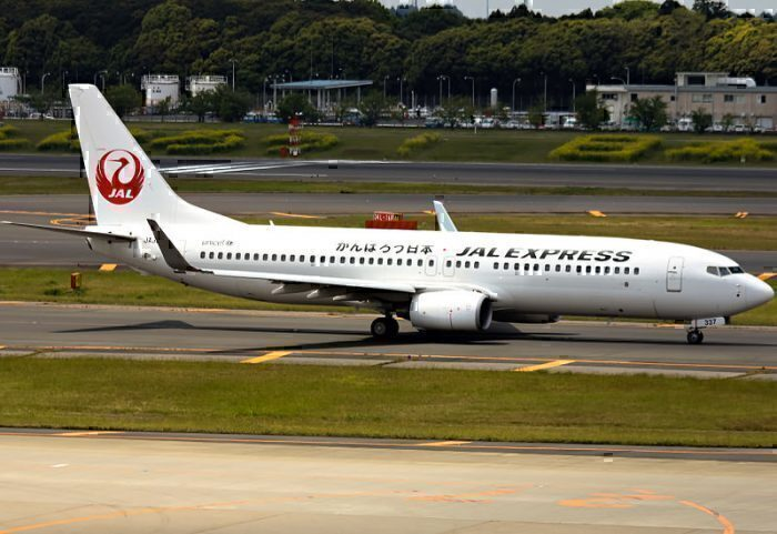 japan-airlines-737