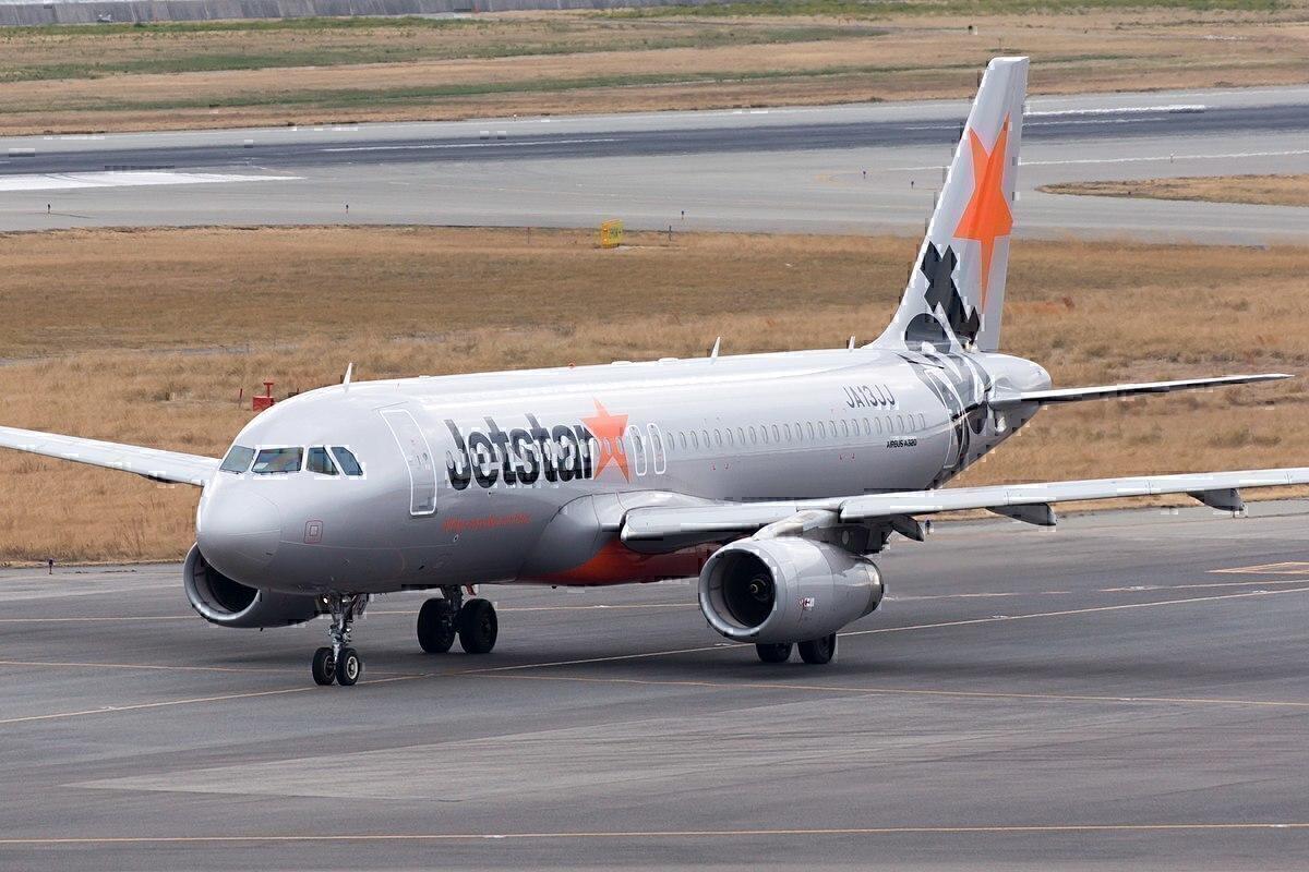 Jetstar Airbus A320 Gets Stuck In Mud At Manila Airport