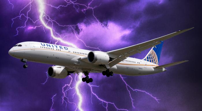 Lightning Boeing 787