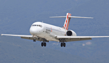 Boeing 717 on final approach in Volotea Livery