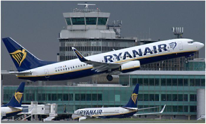 Ryanair Boeing 737 departs Manchester