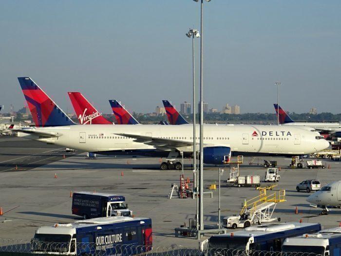 Delta 777 N860DA