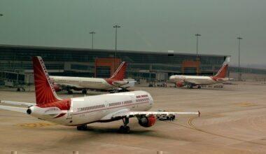 AIR_INDIA_AIRBUS_A320_AND_321,S_AT_INDIRA_GANDHI_AIRPORT_DELHI_INDIA_FEB_2013_(8562541388)