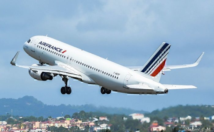 Air France Airbus A320 (F-HEPF) taking off at Martinique Aimé Césaire International Airport