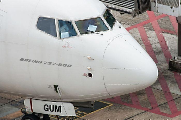 Boeing 737 cockpit windows
