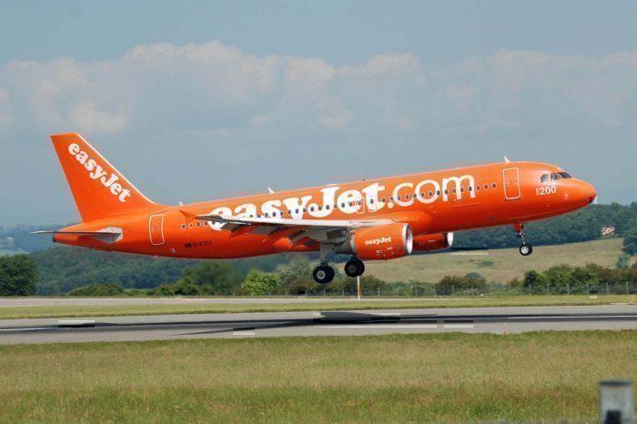 Easyjet A320 landing