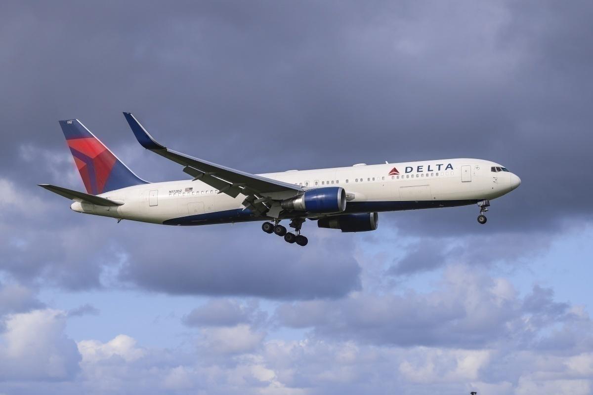 Delta 767 in the sky