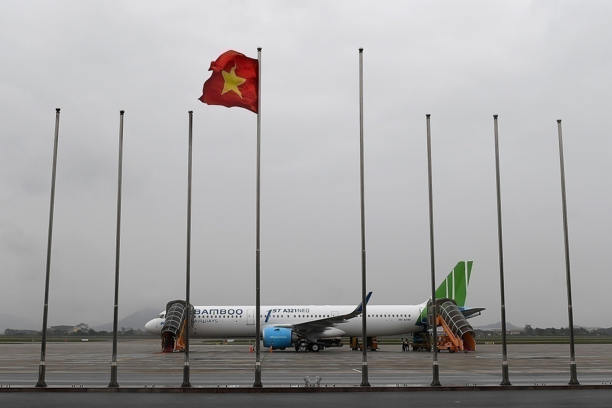 Bamboo Airways Airbus near Vietnam flag