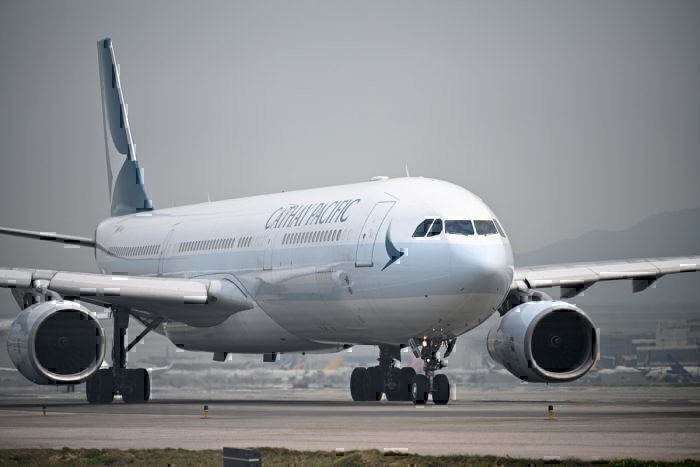 Hong Kongs Cathay airways crew to wear masks amid virus outbreak