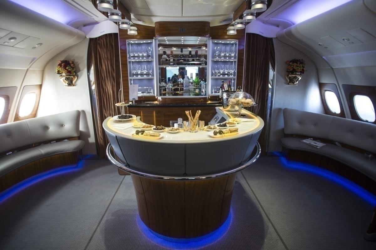A380 Emirates onboard bar