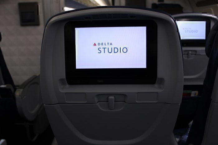 Main Cabin b757 seatback screen