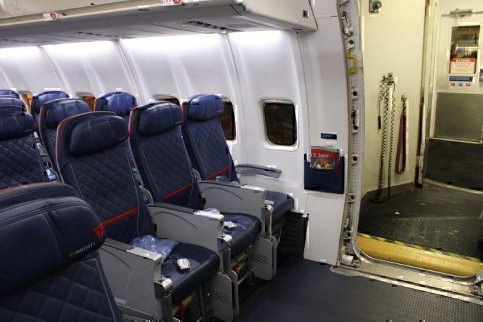 Delta 757 Comfort+ entrance