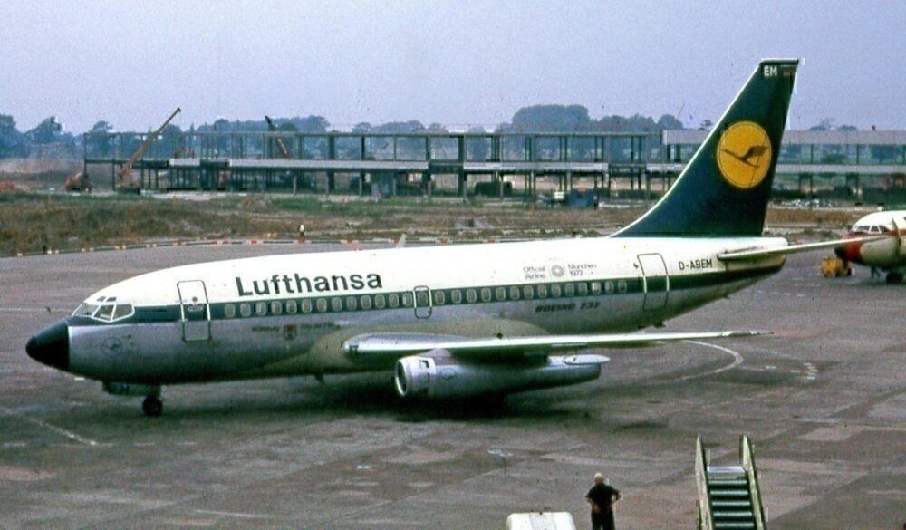 lufthansa-boeing-737-100