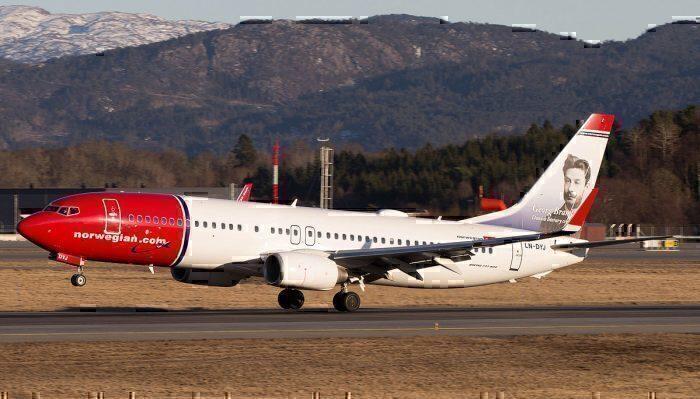 Norwegian Boeing 737 take off