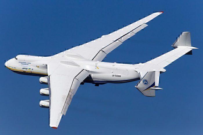 O An-225 é um avião impressionante. Foto: Yuri Beltyukov via Wikipedia