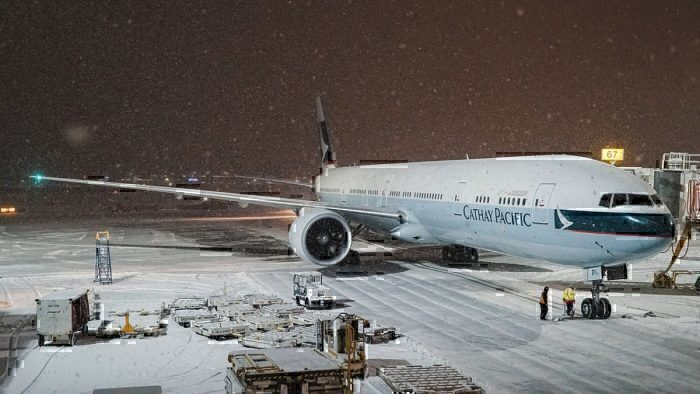 Cathay Pacific Boeing 777-367 in snow